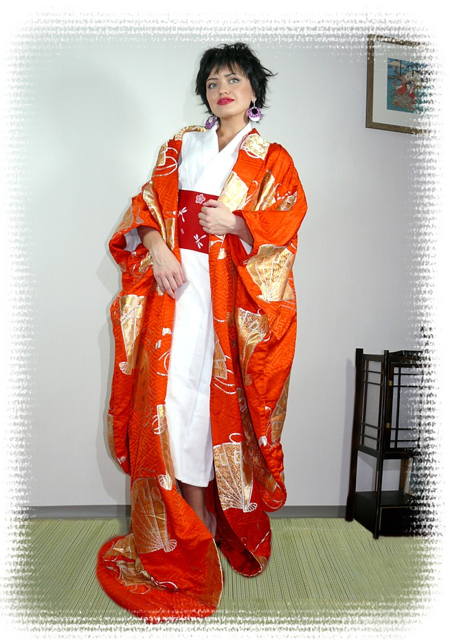 Japanese traditional wedding kimono gown. Japanese vintage and ...